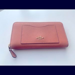 Coach Walllet- Salmon color with 12 card slot new